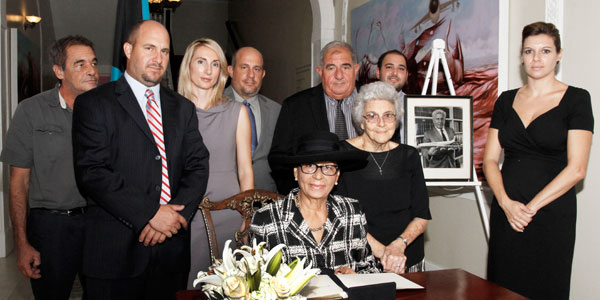 GG_Book-Signing-of-Condolence-for-Sen-Maillis-Oct-10_-2015----002225