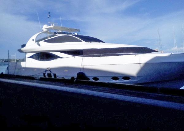 Yacht Arrest Mia