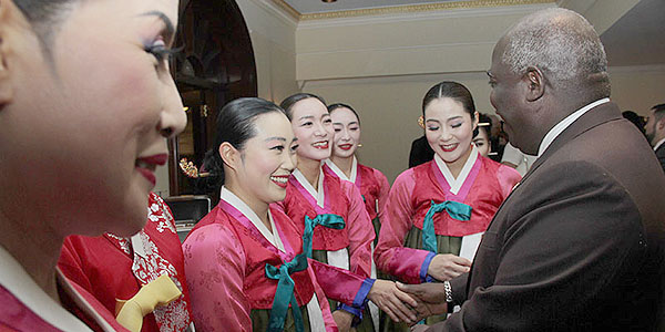 Deputy Prime Minister Philip Brave Davis meeting with artist at the Korea reception.
