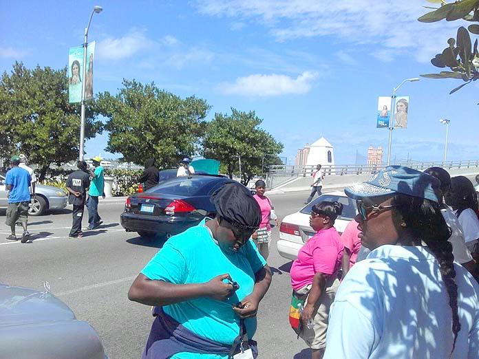 Cabbage Beach vendors blocked the western PI Bridge this morning.